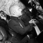 cristian leggeiro pianista para eventos en galicia con gallaecia eventos blanco y negro